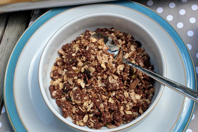 Schüssel mit Schokoladenmüsli